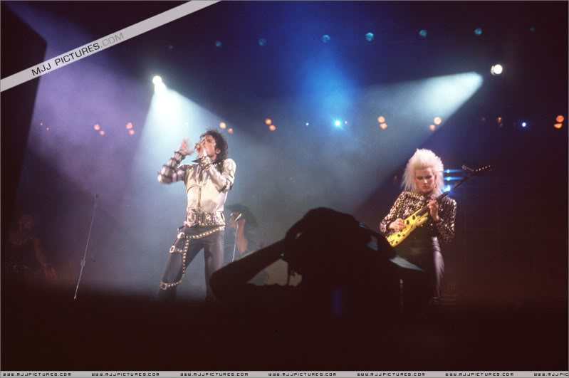 Bad World Tour Onstage- Various - Page 2 423