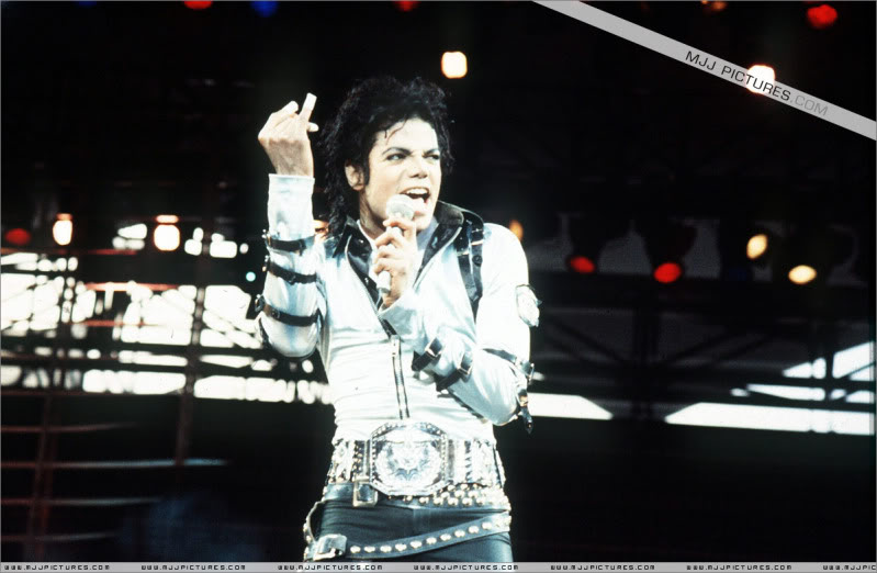 Bad World Tour Onstage- Various - Page 2 424