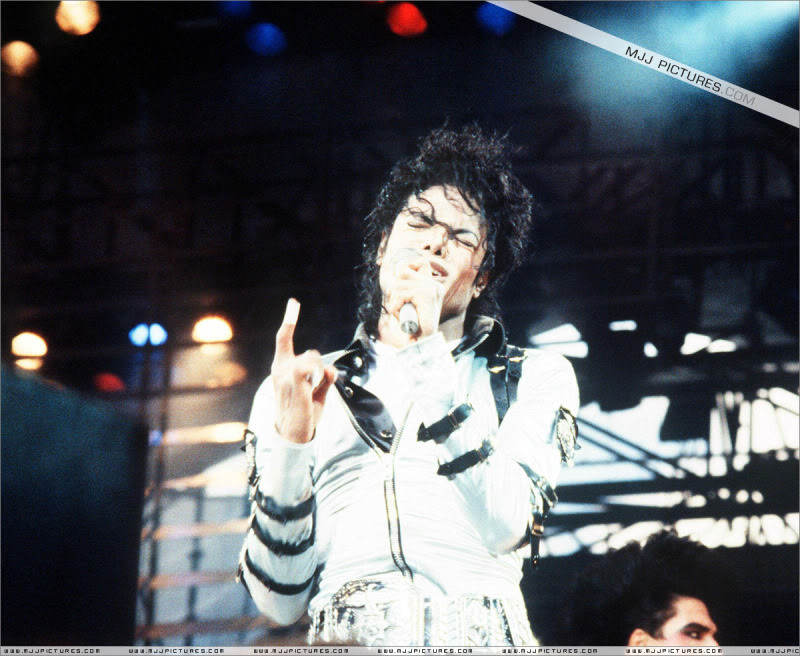 Bad World Tour Onstage- Various - Page 2 425