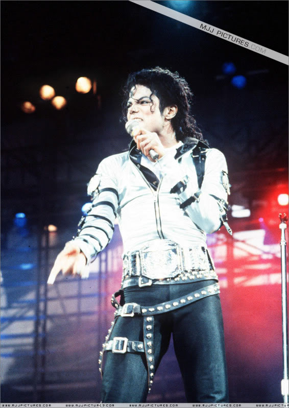 Bad World Tour Onstage- Various - Page 2 426