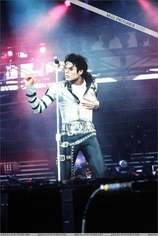 Bad World Tour Onstage- Various - Page 2 427