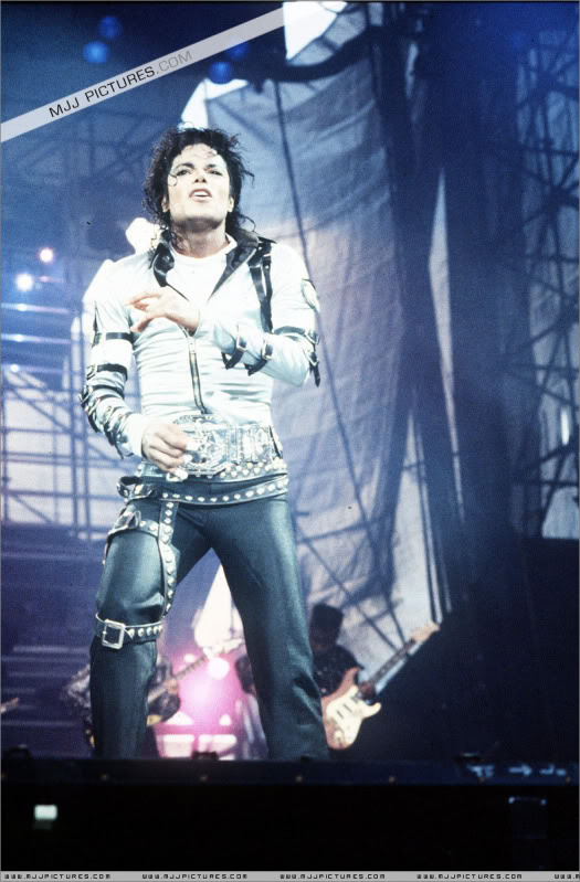 Bad World Tour Onstage- Various - Page 2 428