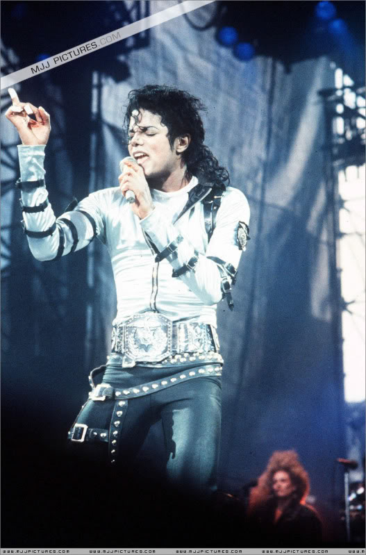 Bad World Tour Onstage- Various - Page 2 431