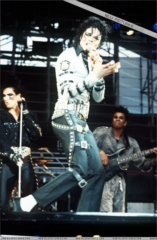 Bad World Tour Onstage- Various - Page 2 433