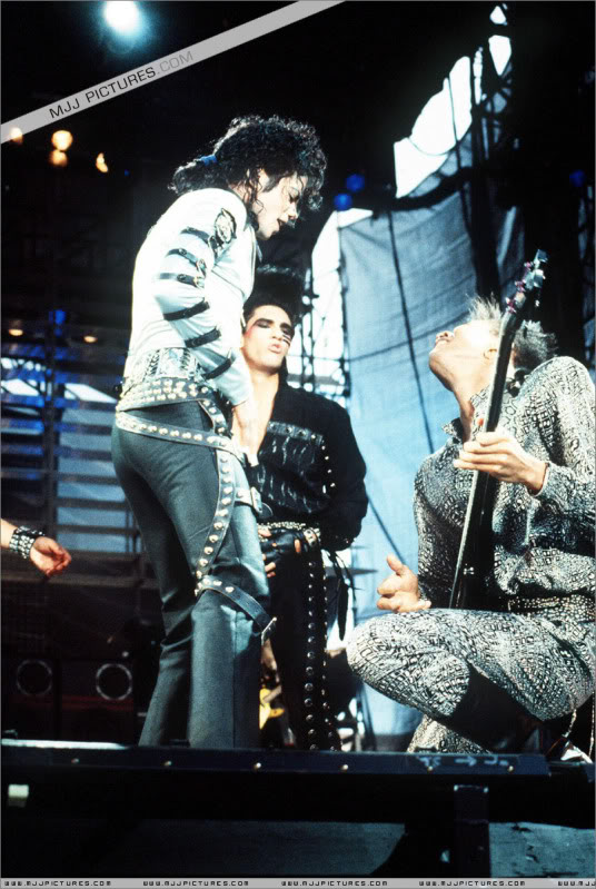 Bad World Tour Onstage- Various - Page 2 435