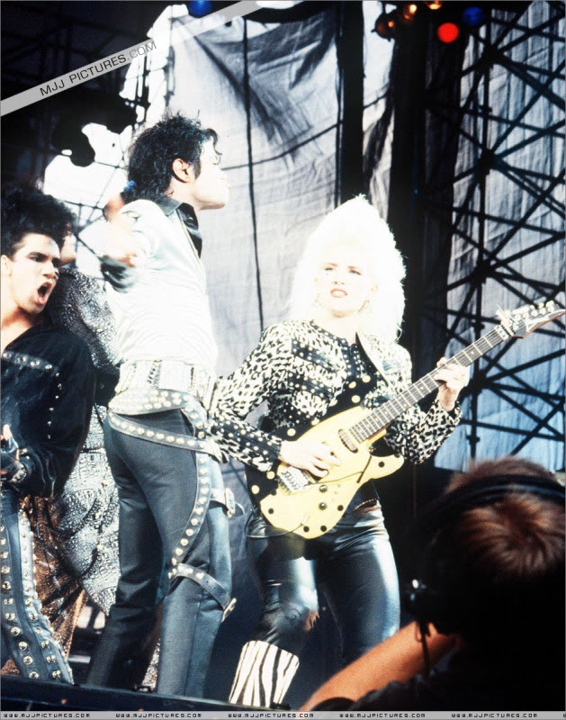 Bad World Tour Onstage- Various - Page 2 436