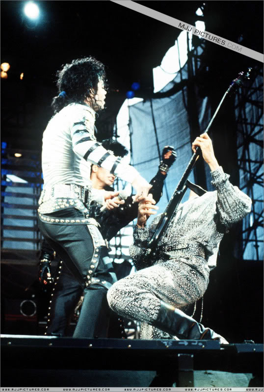 Bad World Tour Onstage- Various - Page 2 437