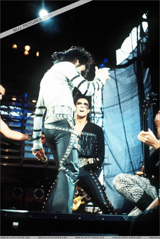 Bad World Tour Onstage- Various - Page 2 441