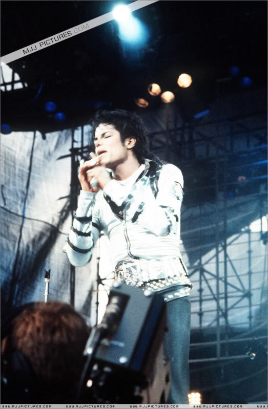 Bad World Tour Onstage- Various - Page 2 442