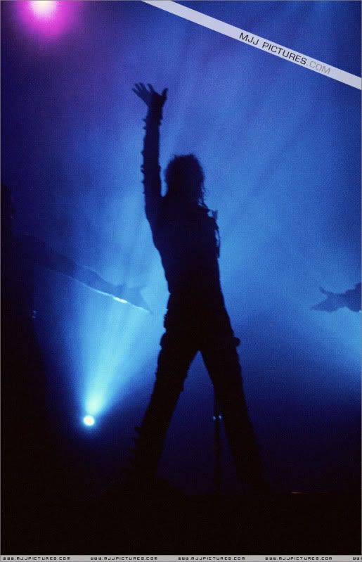Bad World Tour Onstage- Various - Page 2 448