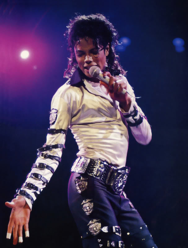 Bad World Tour Onstage- Various - Page 2 451
