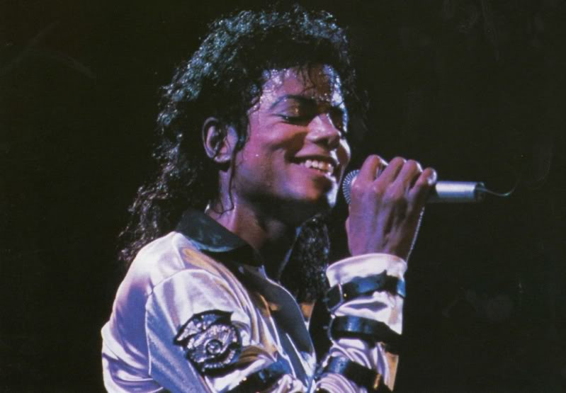 Bad World Tour Onstage- Various - Page 2 452