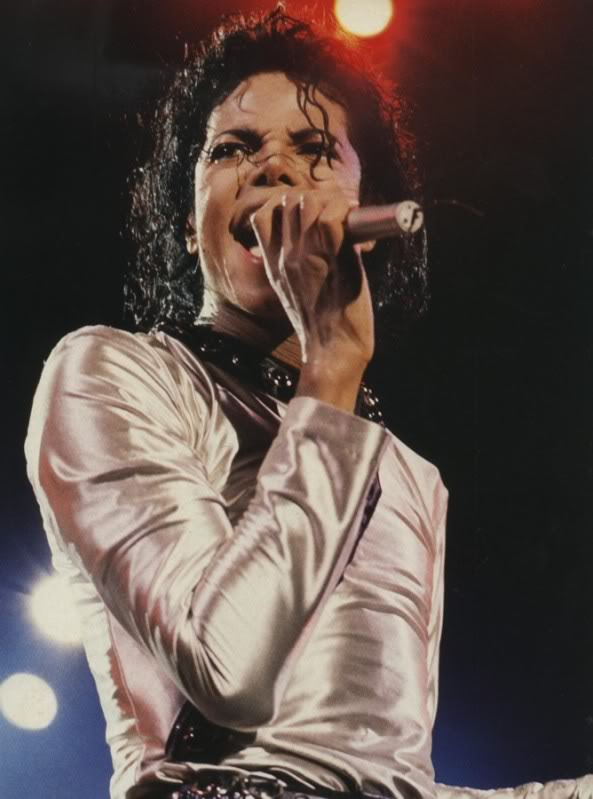 Bad World Tour Onstage- Various - Page 2 456