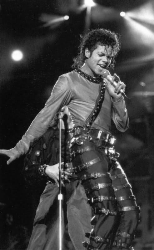 Bad World Tour Onstage- Various - Page 2 463