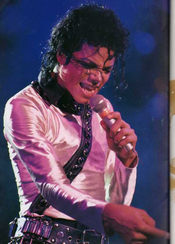 Bad World Tour Onstage- Various - Page 2 467