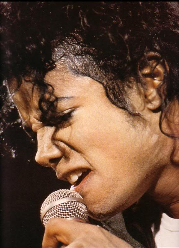 Bad World Tour Onstage- Various - Page 2 468