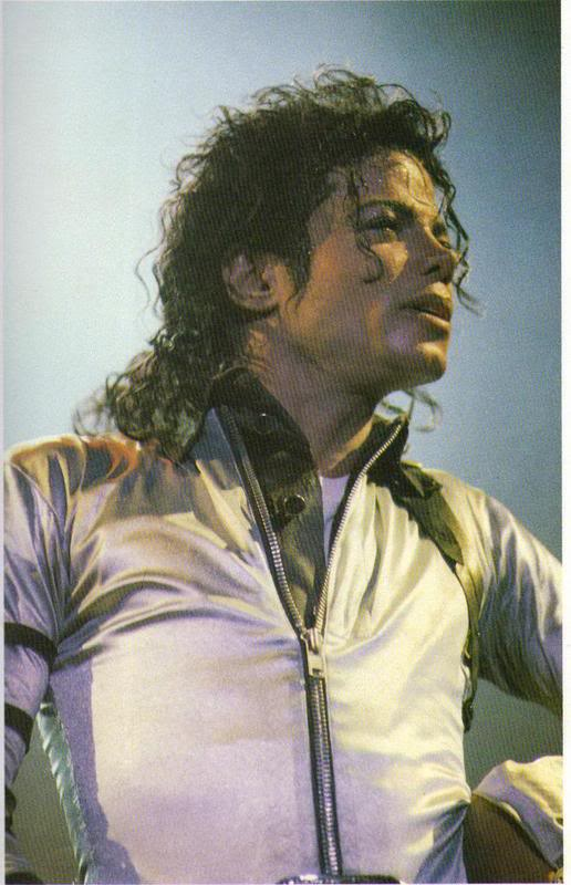 Bad World Tour Onstage- Various - Page 2 469