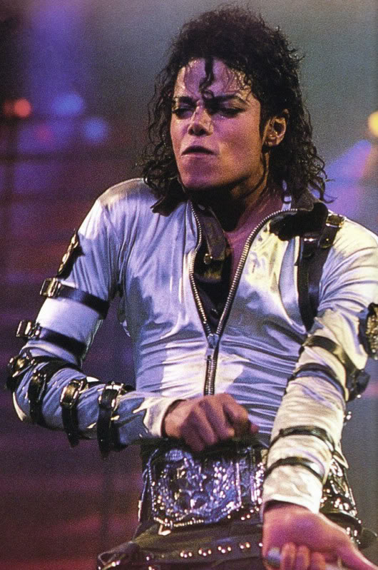 Bad World Tour Onstage- Various - Page 2 471