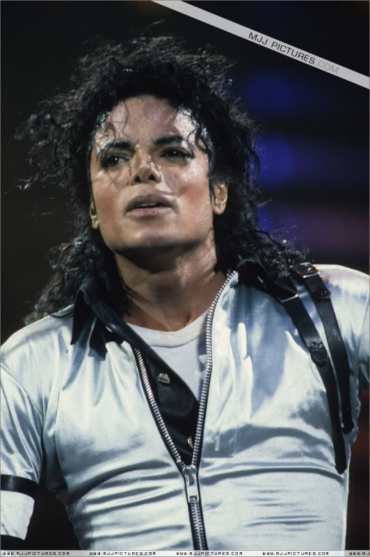 Bad World Tour Onstage- Various - Page 2 478