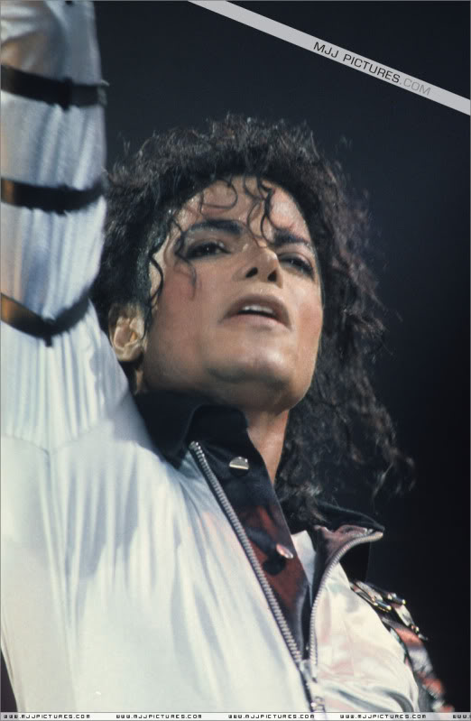 Bad World Tour Onstage- Various - Page 2 479