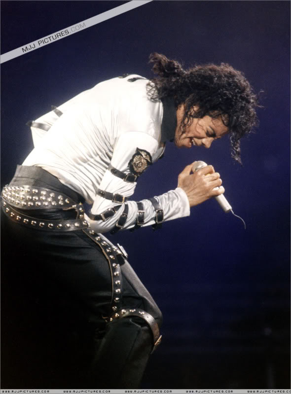 Bad World Tour Onstage- Various - Page 2 480