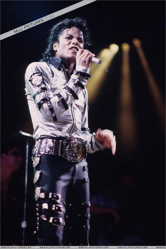 Bad World Tour Onstage- Various - Page 2 481