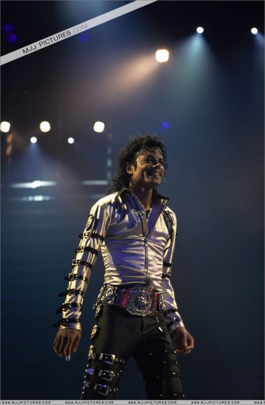 Bad World Tour Onstage- Various - Page 2 482