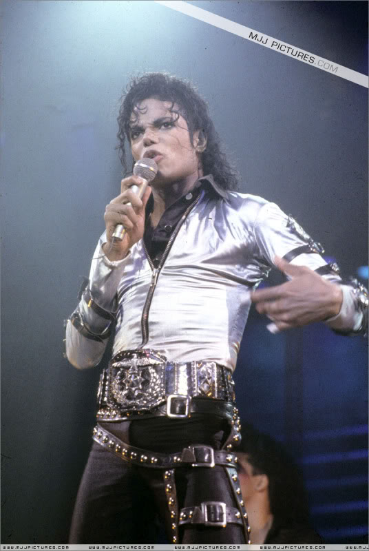 Bad World Tour Onstage- Various - Page 2 483