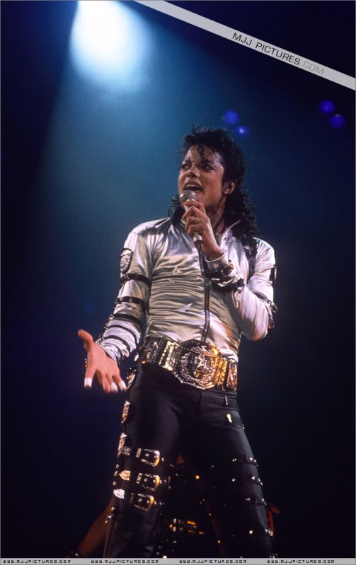 Bad World Tour Onstage- Various - Page 2 484