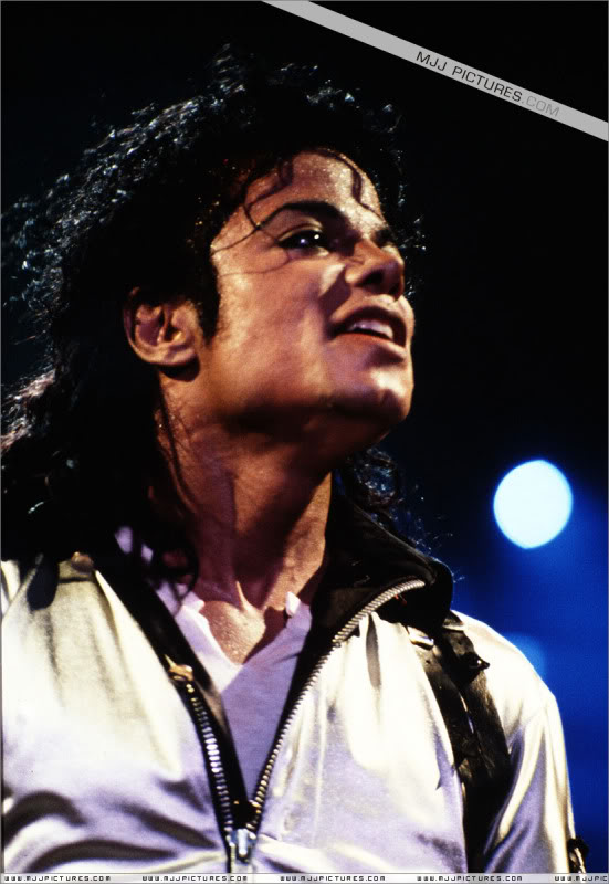 Bad World Tour Onstage- Various - Page 3 490