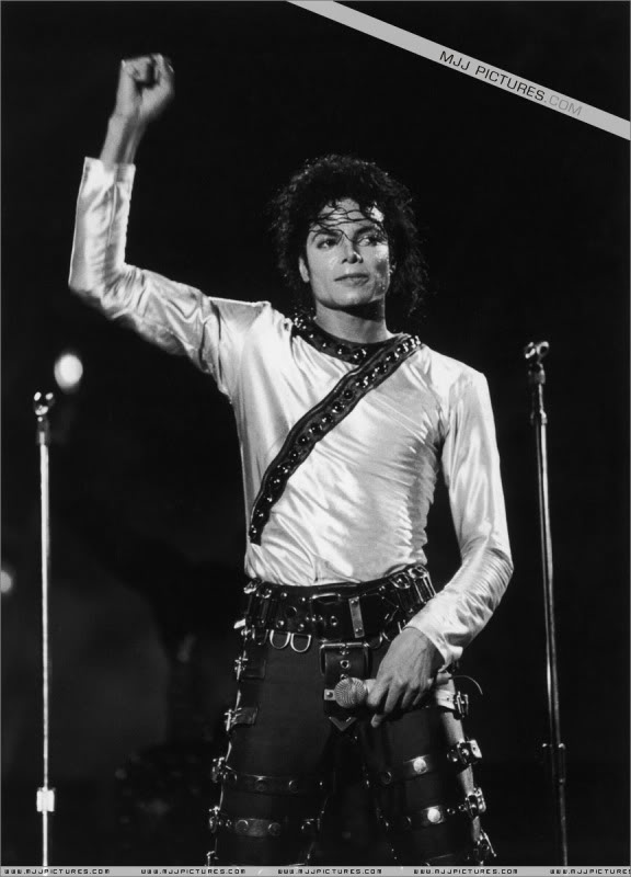 Bad World Tour Onstage- Various - Page 3 494