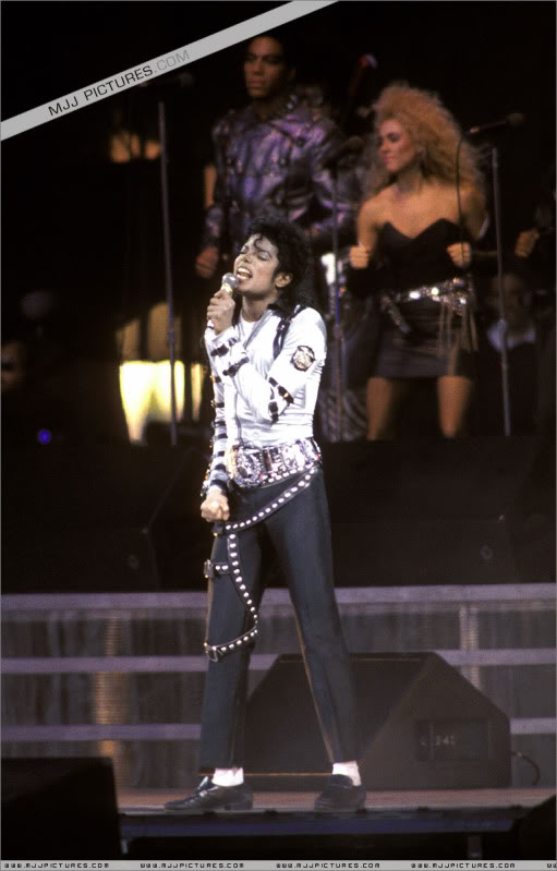 Bad World Tour Onstage- Various - Page 3 495