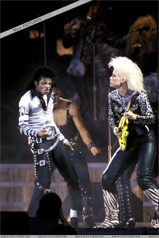 Bad World Tour Onstage- Various - Page 3 496