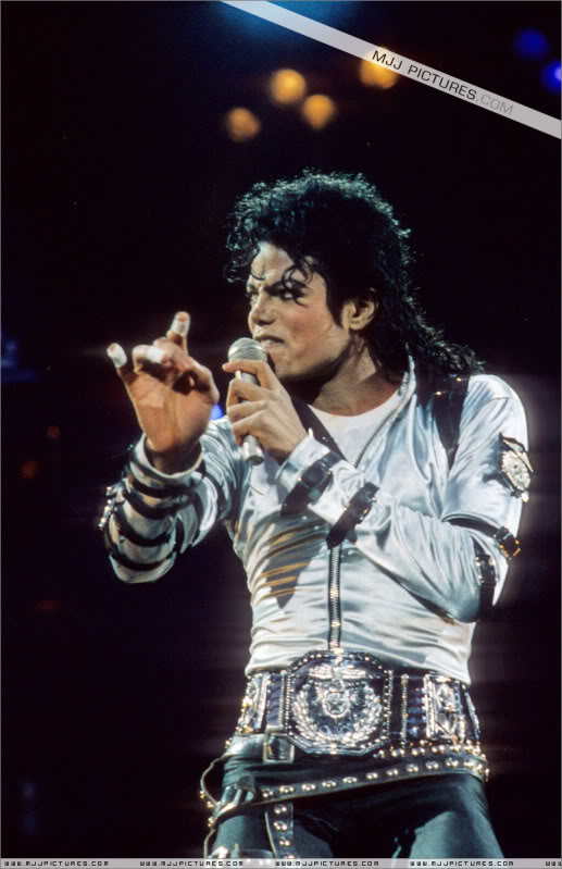 Bad World Tour Onstage- Various - Page 3 498