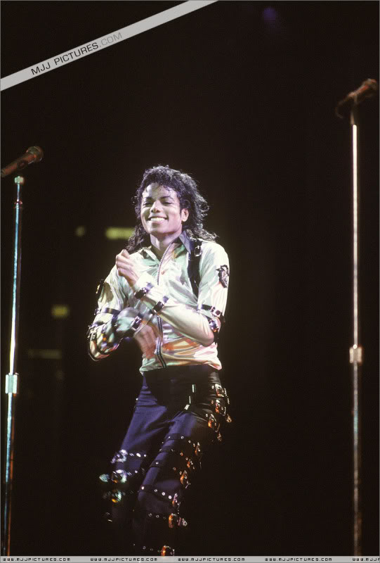 Bad World Tour Onstage- Various - Page 3 502