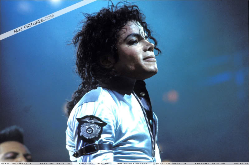 Bad World Tour Onstage- Various - Page 3 504