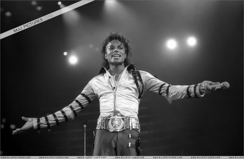 Bad World Tour Onstage- Various - Page 3 505