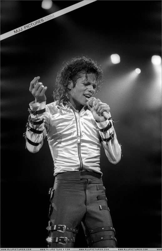 Bad World Tour Onstage- Various - Page 3 506