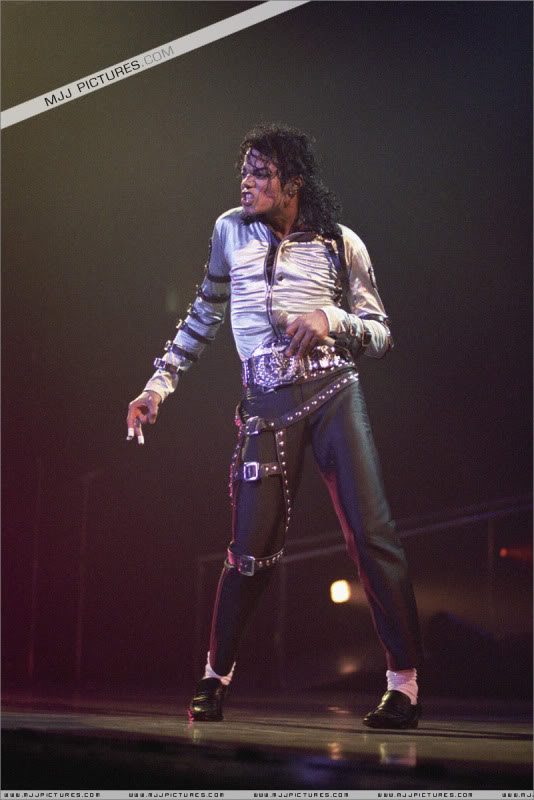 Bad World Tour Onstage- Various - Page 3 509