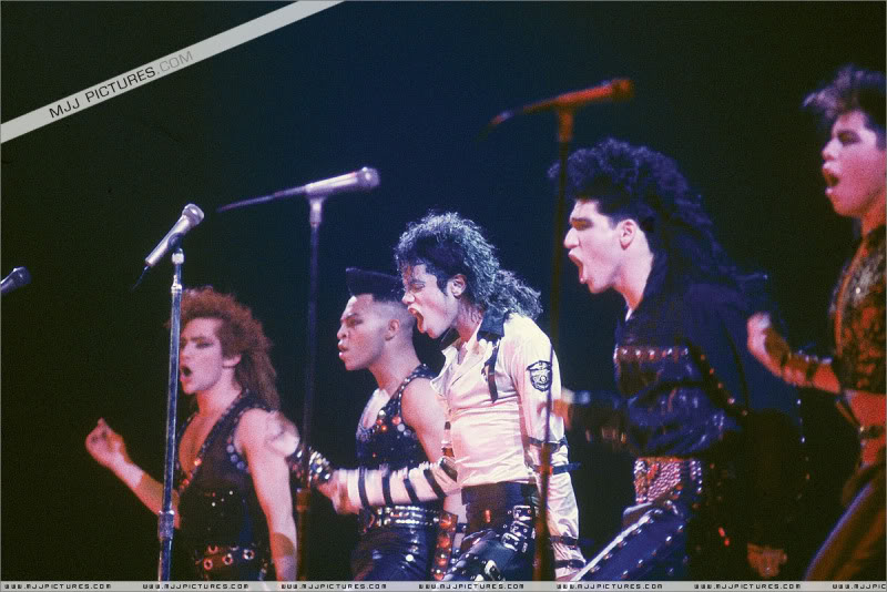 Bad World Tour Onstage- Various - Page 3 510