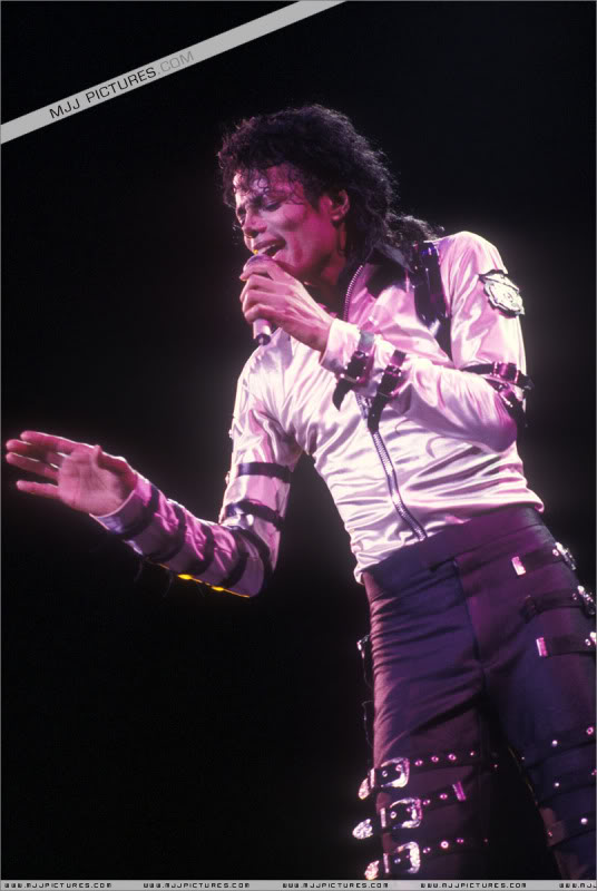 Bad World Tour Onstage- Various - Page 3 512
