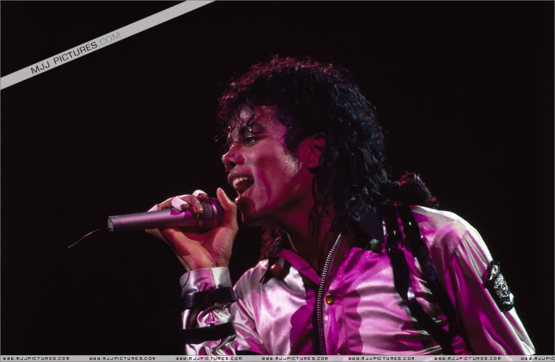 Bad World Tour Onstage- Various - Page 3 513