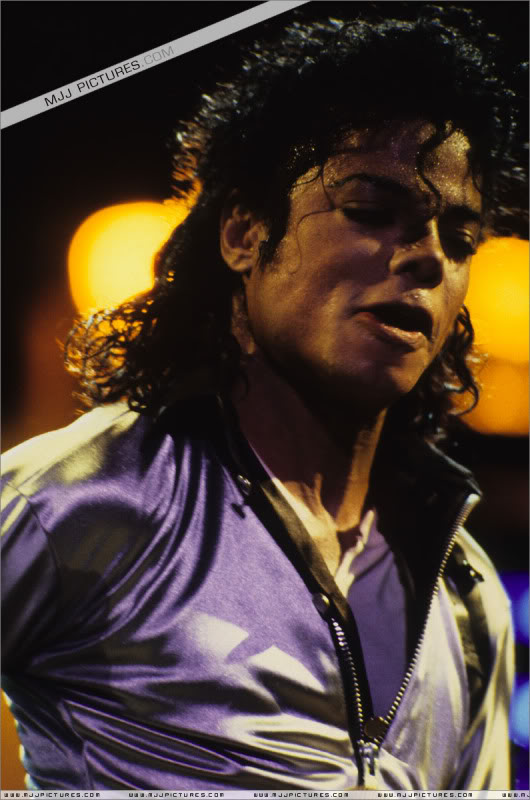 Bad World Tour Onstage- Various - Page 3 514