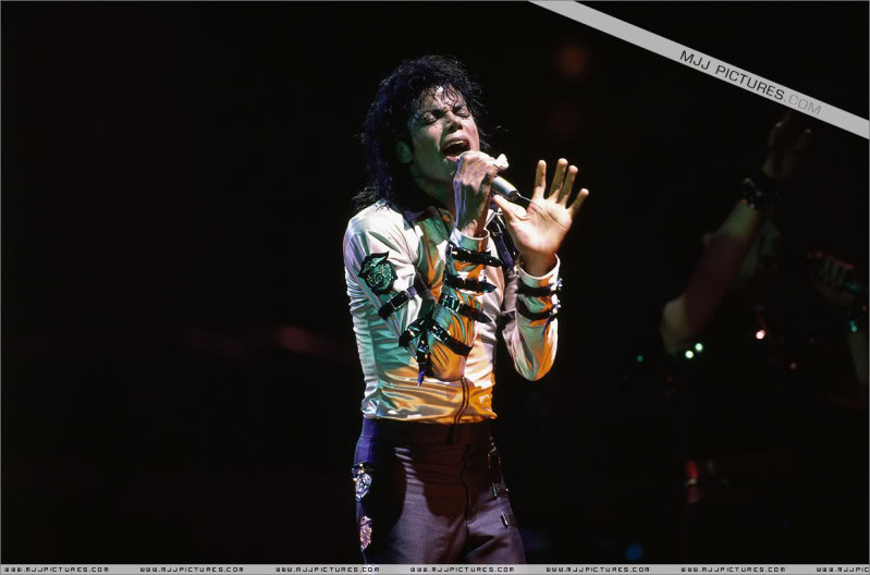 Bad World Tour Onstage- Various - Page 3 523