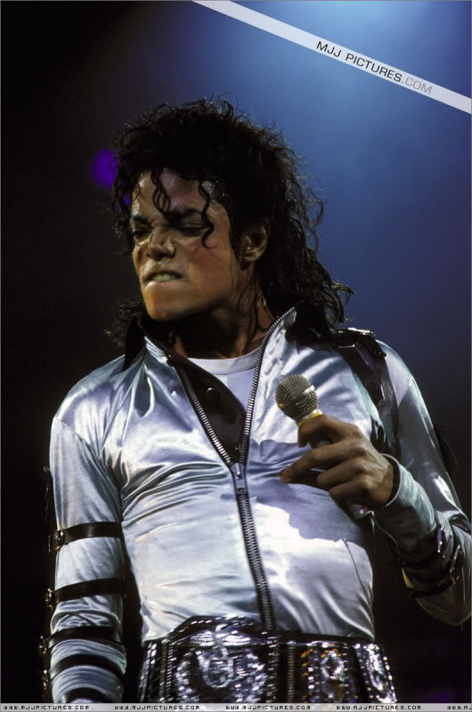 Bad World Tour Onstage- Various - Page 3 526