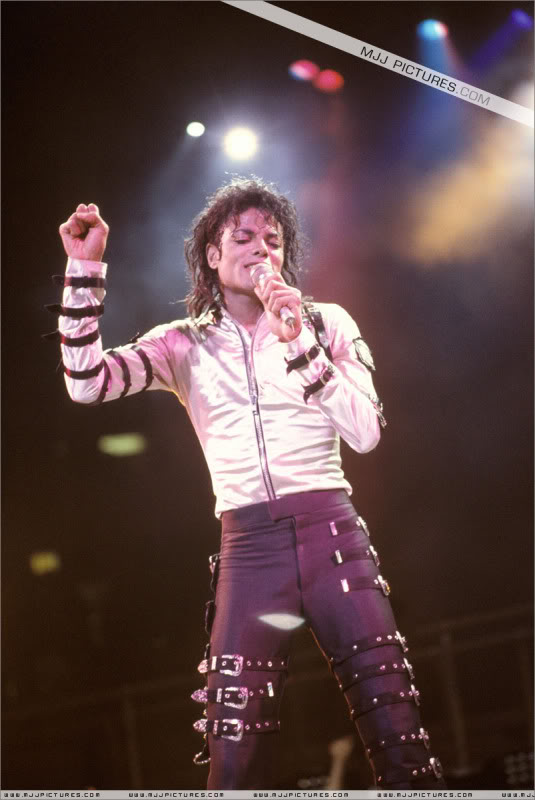 Bad World Tour Onstage- Various - Page 3 529