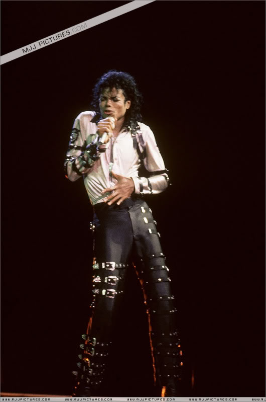 Bad World Tour Onstage- Various - Page 3 533