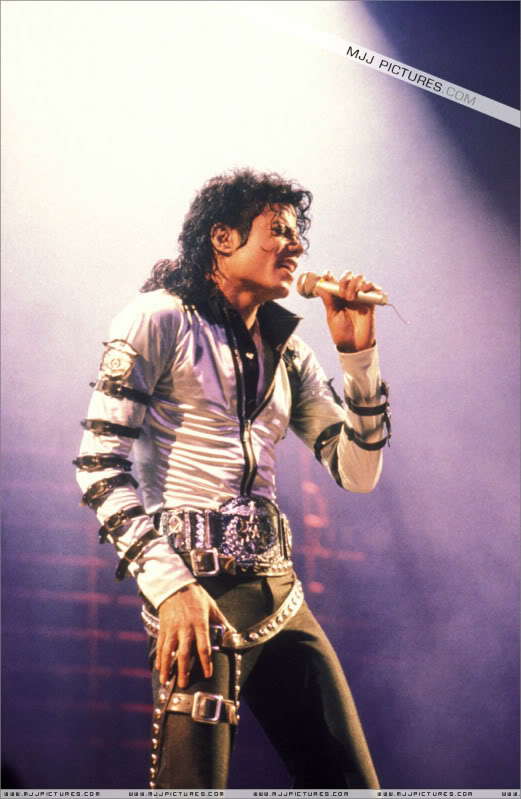 Bad World Tour Onstage- Various - Page 3 534