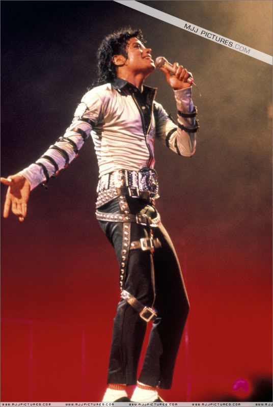 Bad World Tour Onstage- Various - Page 3 535