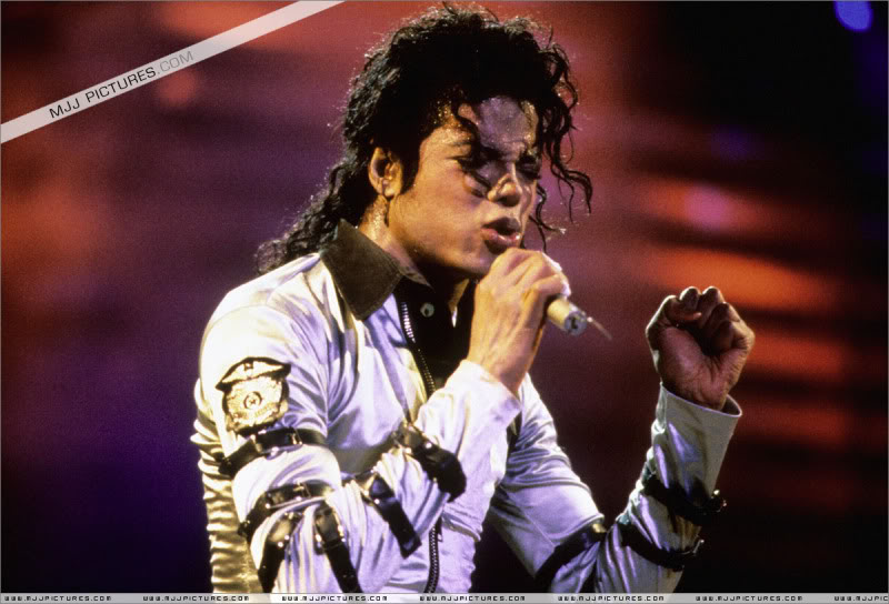 Bad World Tour Onstage- Various - Page 3 537